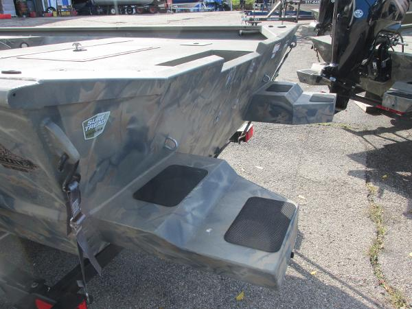 2017 Tracker Boats boat for sale, model of the boat is Grizzly 2072 CC Sportsman & Image # 7 of 27