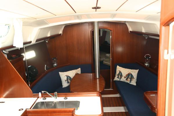 Full Shot Of Salon Showing Compression Pole And Forward Cabin Entry