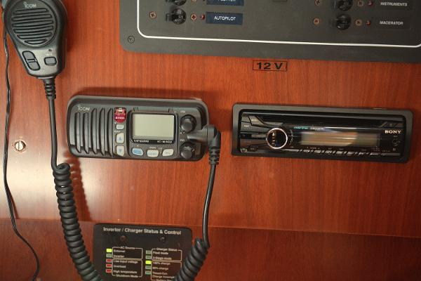 VHF And Stereo System With Speakers In Main Salon And Cockpit