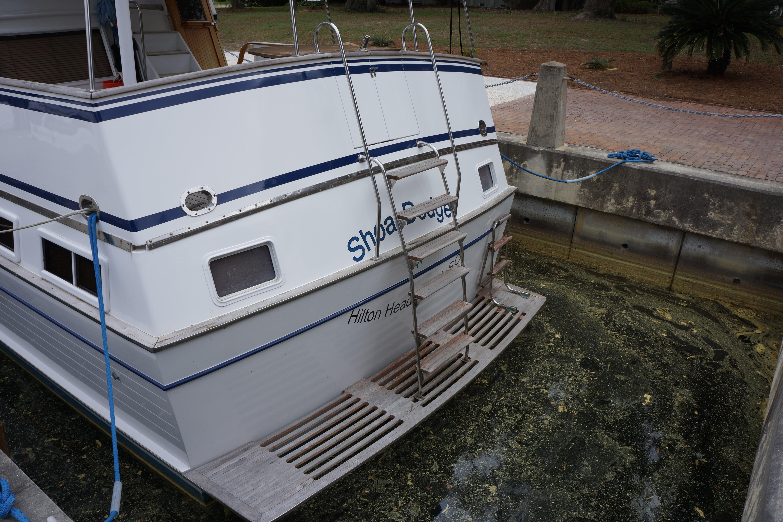 Marine Trader 43 LaBelle Trawler - 1983 marine trader 43 labelle swim platform