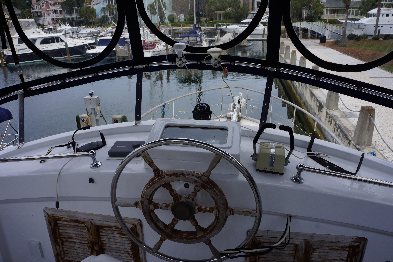 Marine Trader 43 LaBelle Trawler - upper helm