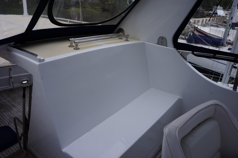 Marine Trader 43 LaBelle Trawler - flybridge seating