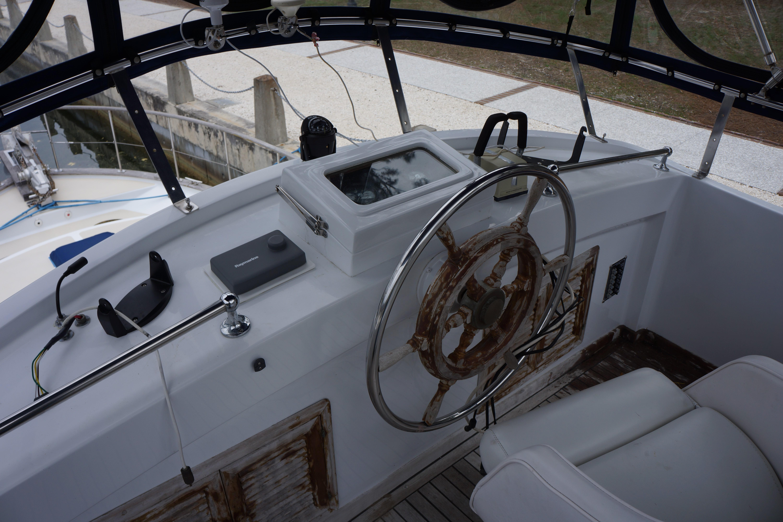 Marine Trader 43 LaBelle Trawler - flybridge
