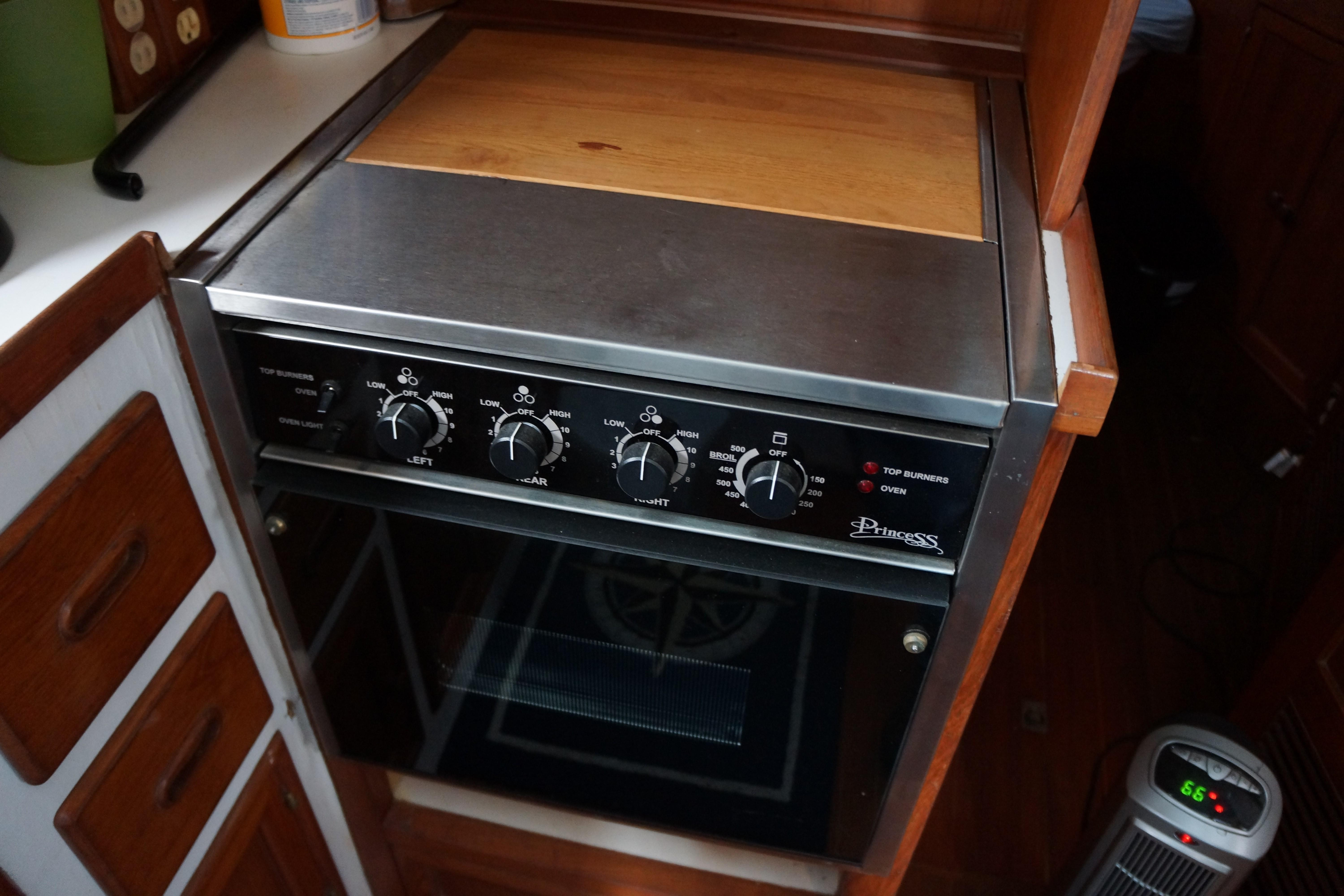 Marine Trader 43 LaBelle Trawler - oven/cooktop
