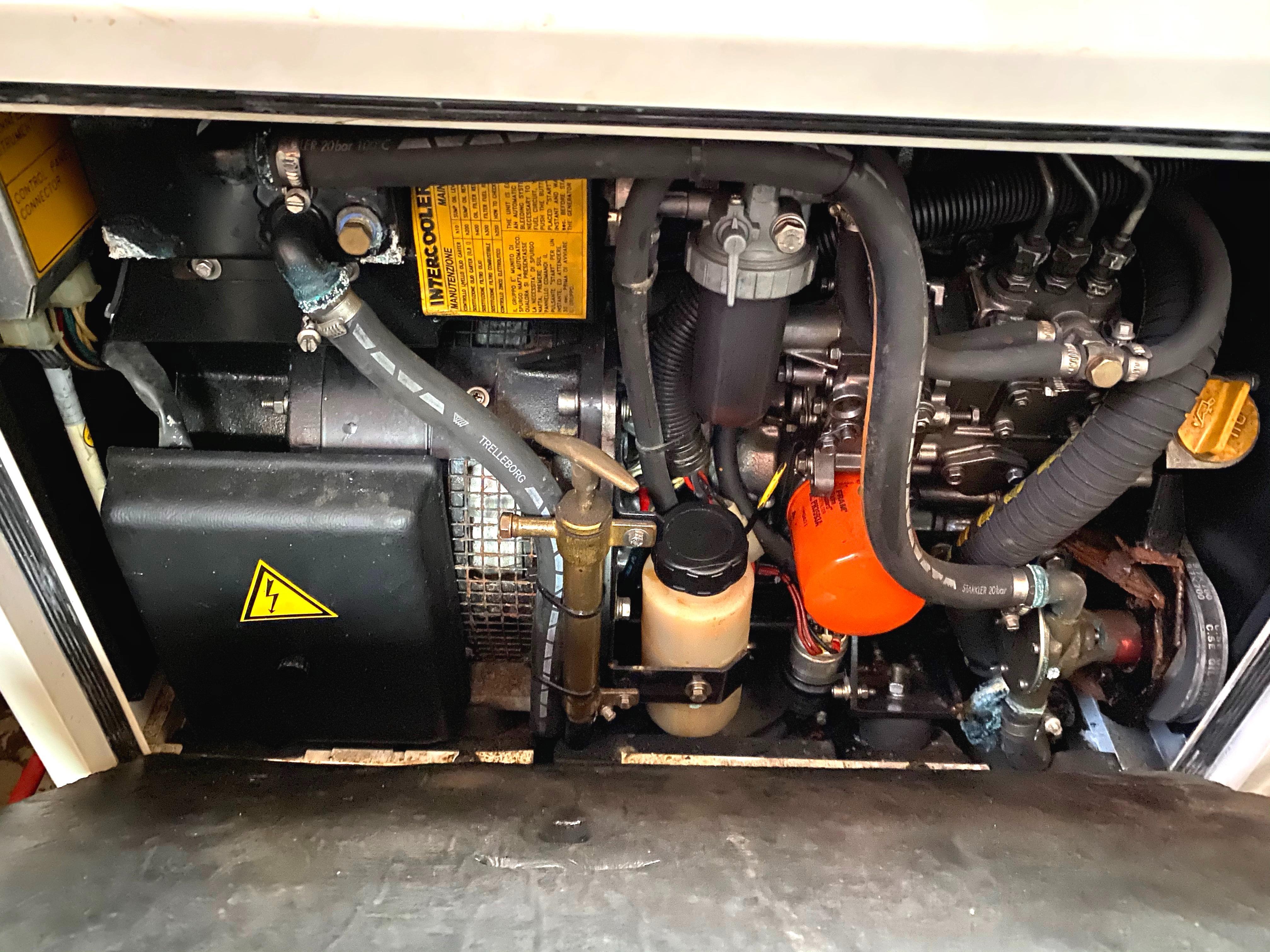 Marine Trader 43 LaBelle Trawler - mase generator