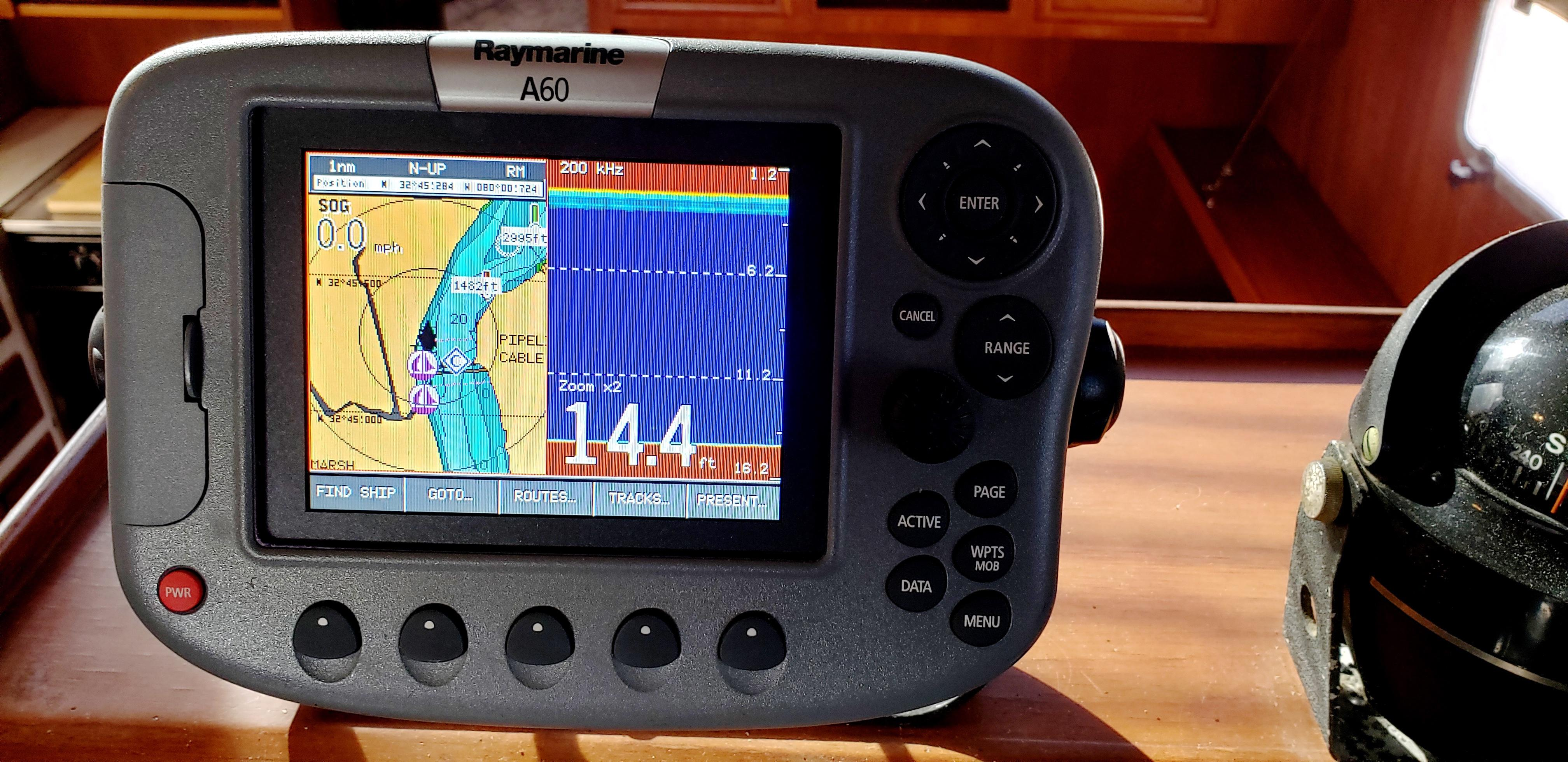 Marine Trader 43 LaBelle Trawler - Raymarine A60 plotter