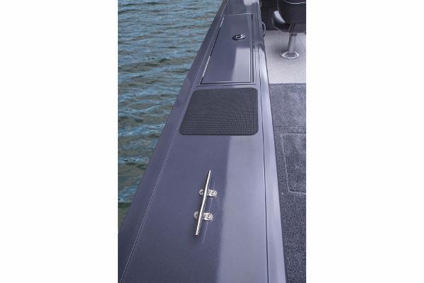 2015 Tracker Boats boat for sale, model of the boat is Targa V-18 WT & Image # 11 of 49