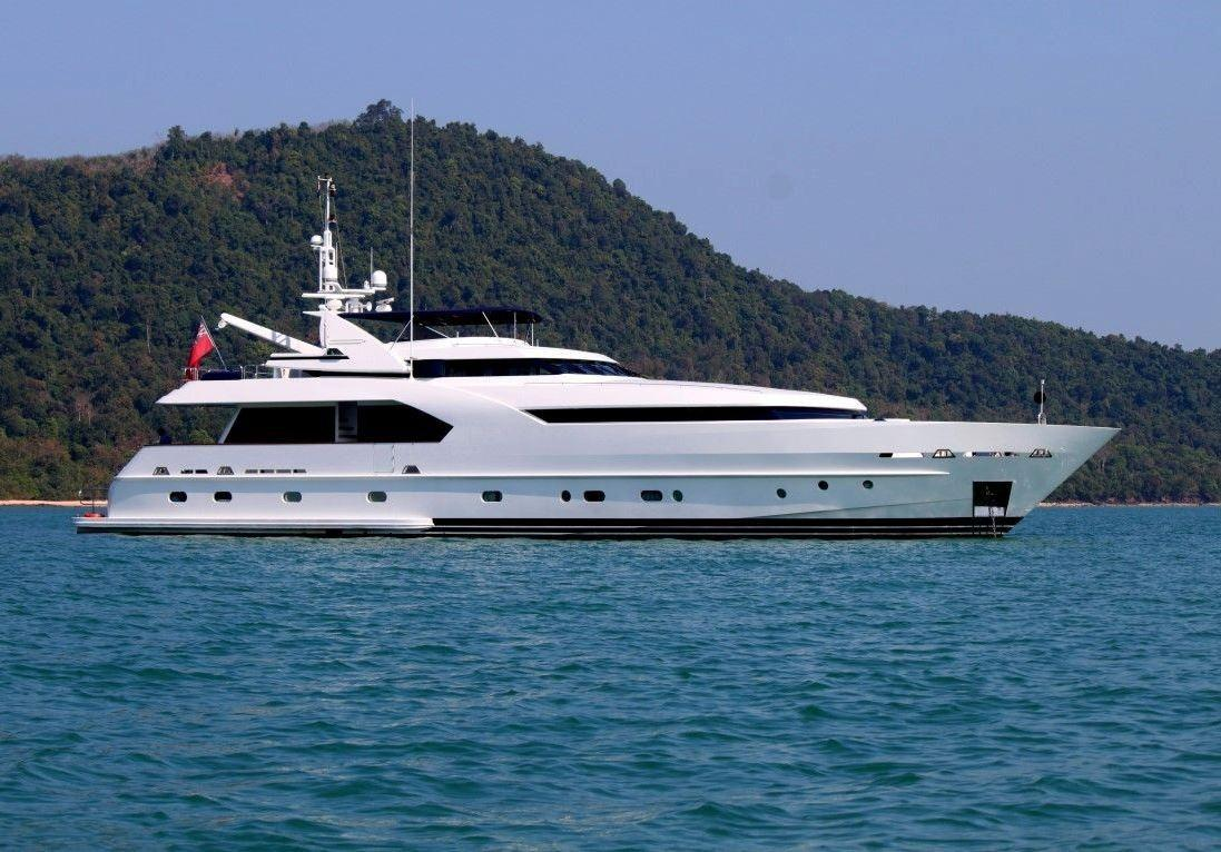 Moonen 34m Motor Yacht - Mooring