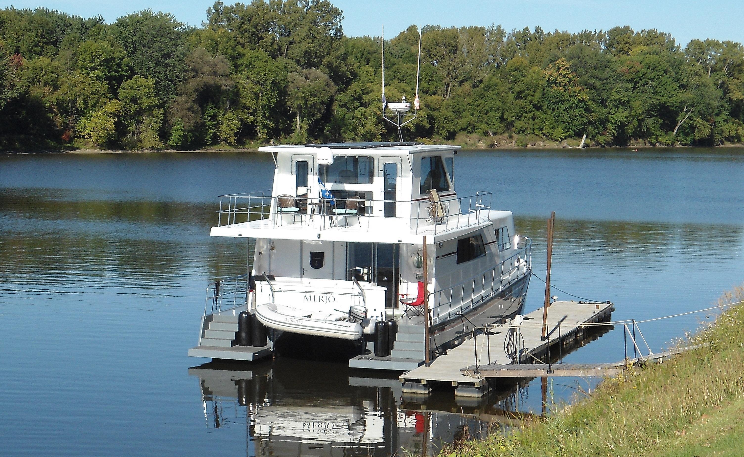 Flybridge Power Catamaran Perfect for the Great Loop
