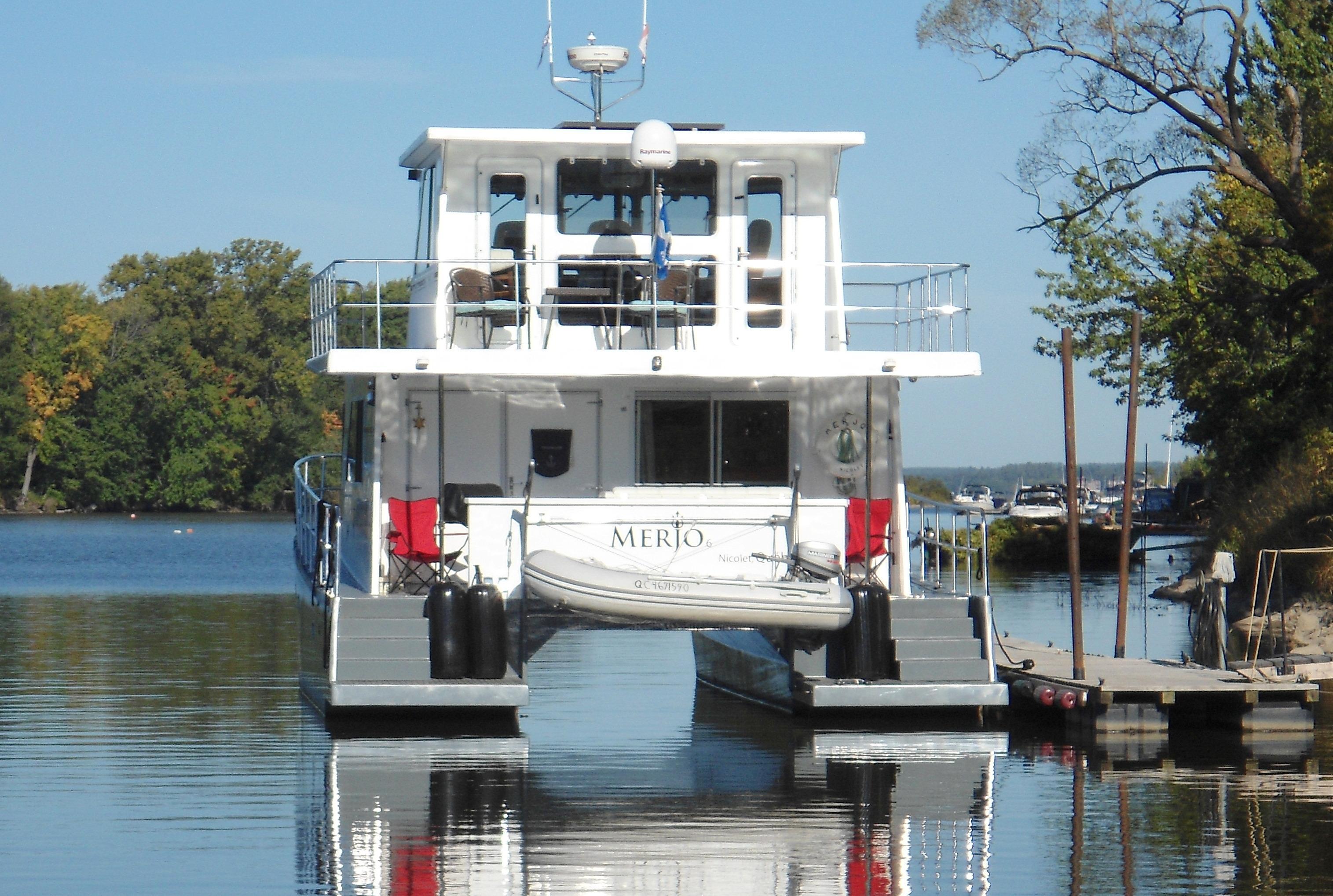 Flybridge Power Catamaran No Need for Stabilizers