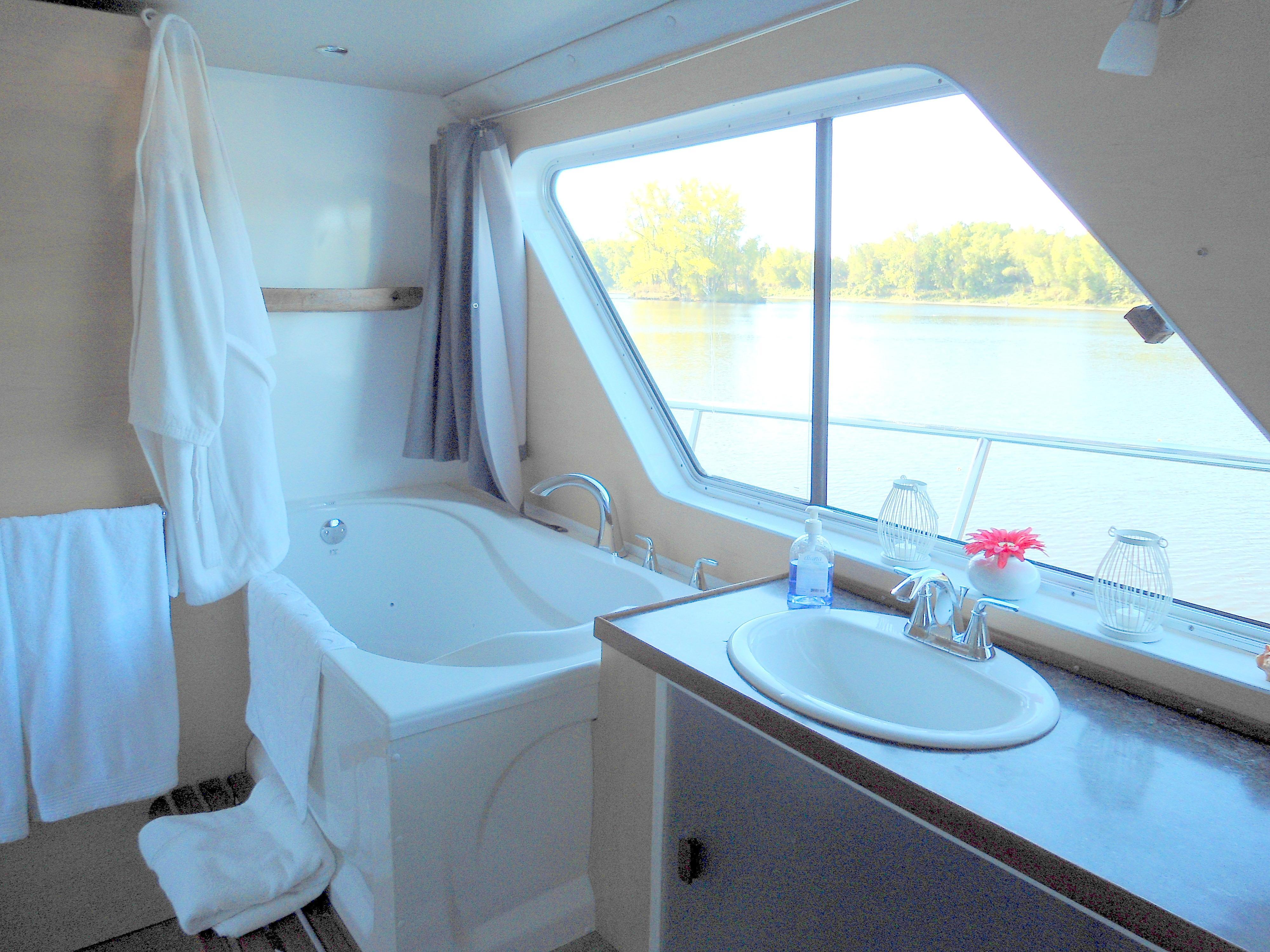 2014 Power Catamaran Flybridge for sale