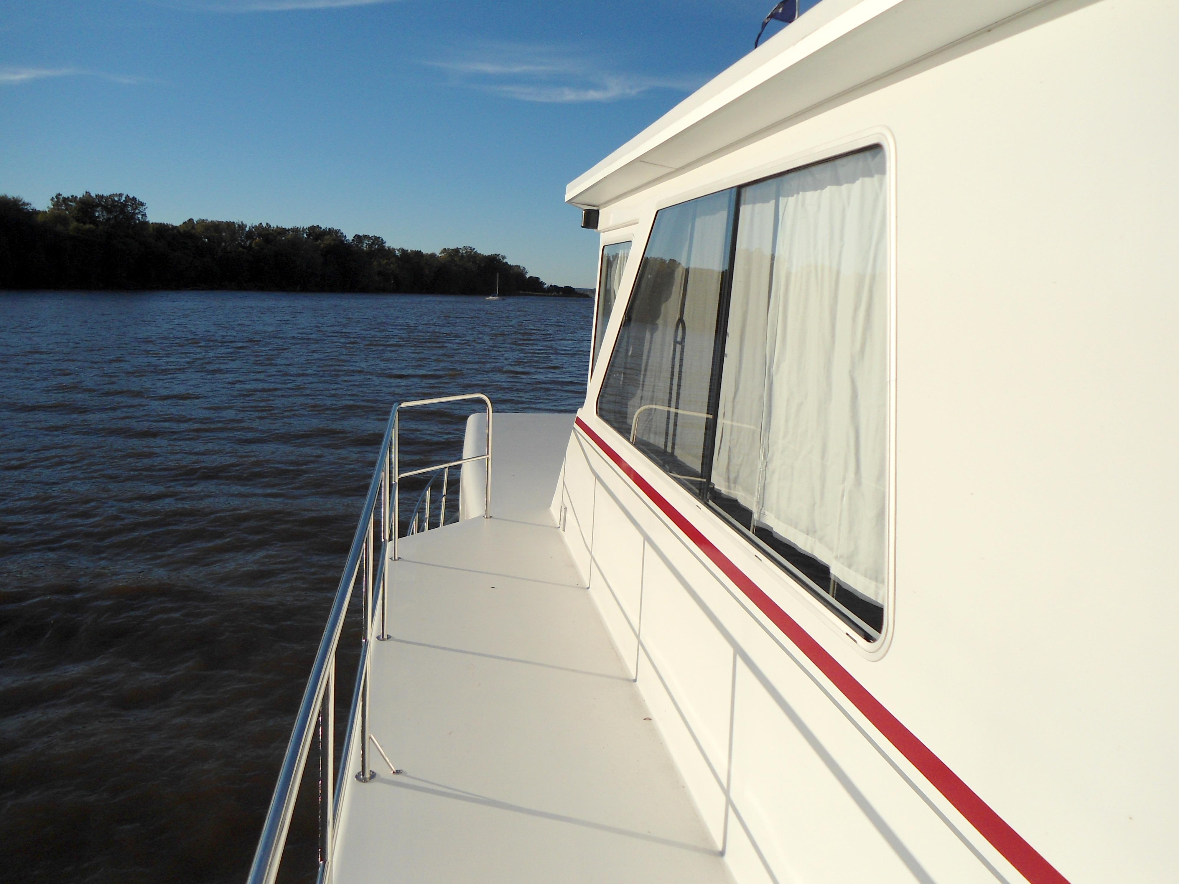 Flybridge Power Catamaran Wide Upper Side-Deck