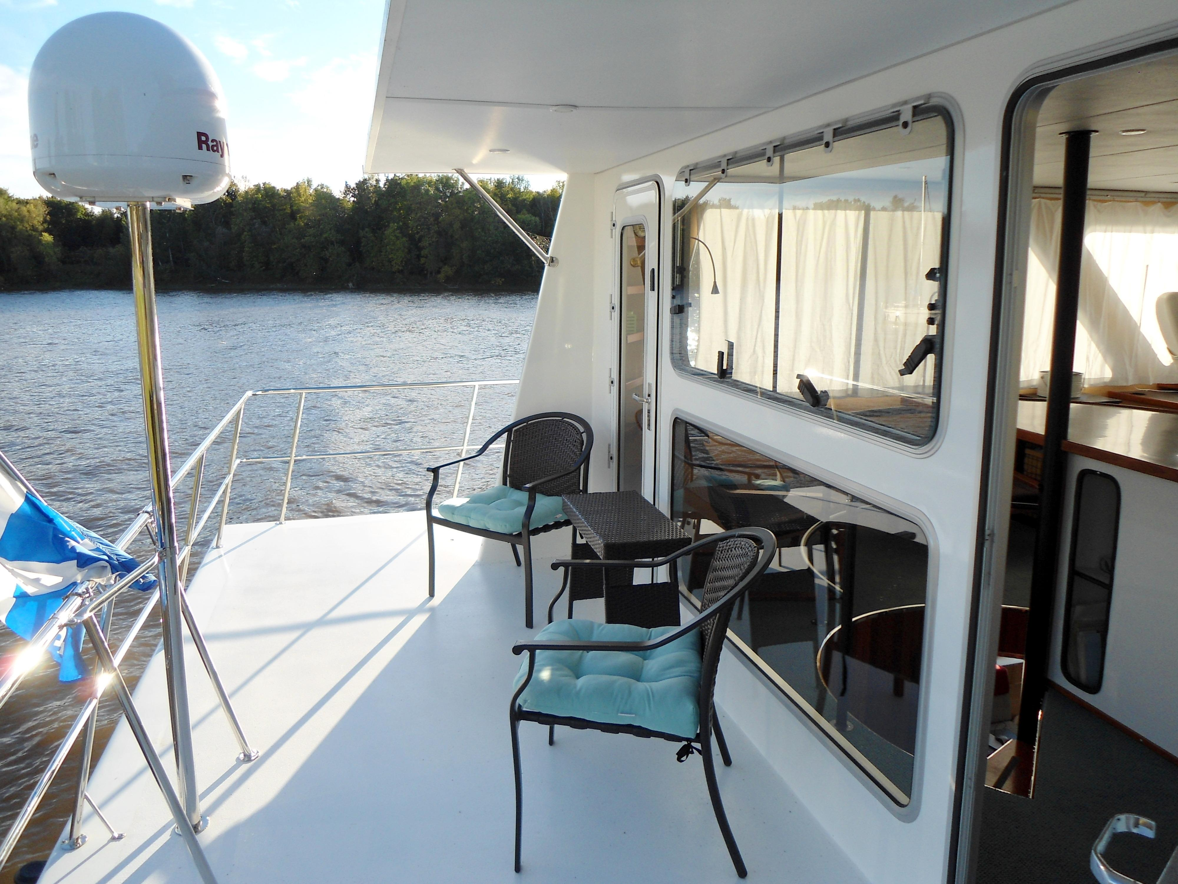 Flybridge Power Catamaran Flybridge Aft-Deck