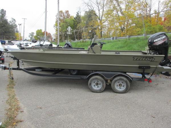 2018 Triton boat for sale, model of the boat is 2072 MVX CC & Image # 1 of 23