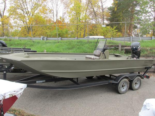 2018 Triton boat for sale, model of the boat is 2072 MVX CC & Image # 2 of 23