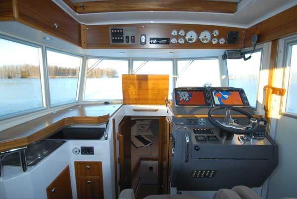 Sargo 31 forward wheelhouse