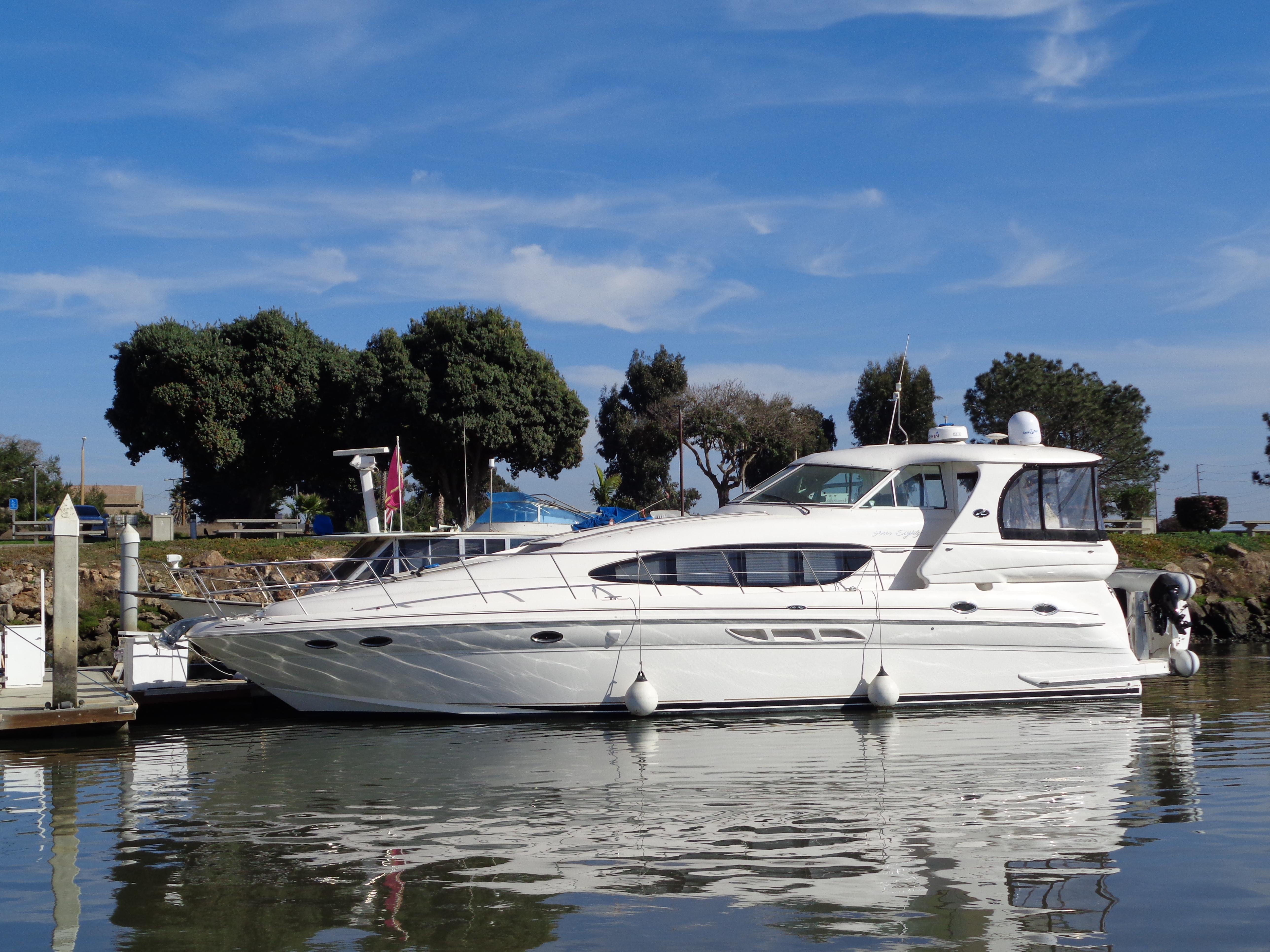 Sea Ray Motor Yacht