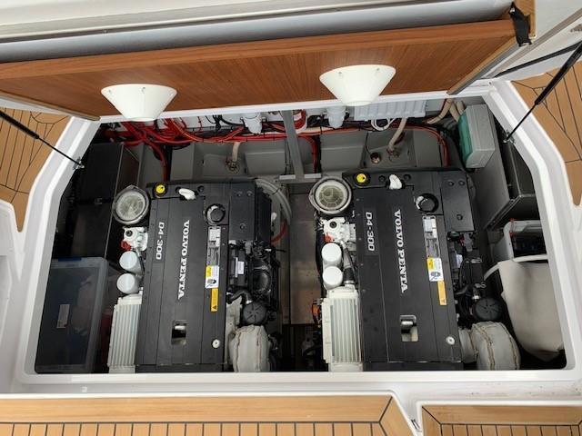 Sargo 33 - engine room