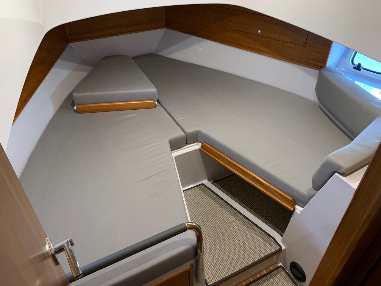 Sargo 33 - forward cabin