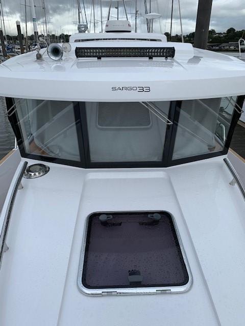Sargo 33 - wheelhouse front