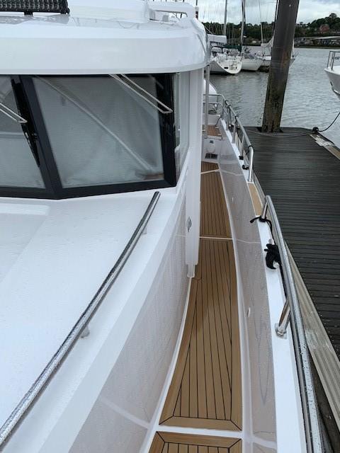 Sargo 33 - side deck