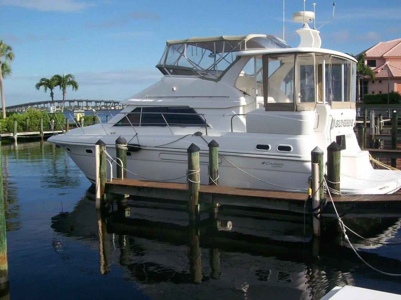 37' Cruisers Yachts 3750 1999 Diesel Motor Yacht Sea Ray