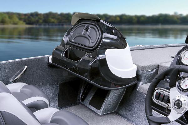 2015 Nitro boat for sale, model of the boat is Z-7 & Image # 14 of 31