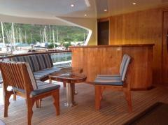 Main deck bar