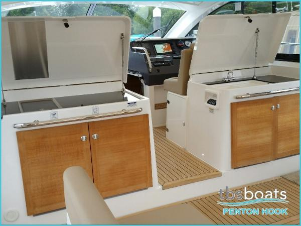Sealine SC42/S450 - Wet Bar & BBQ