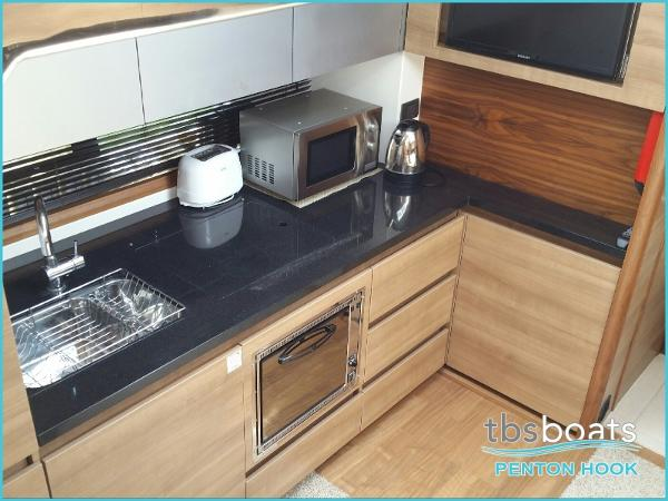 Sealine SC42/S450 - Galley