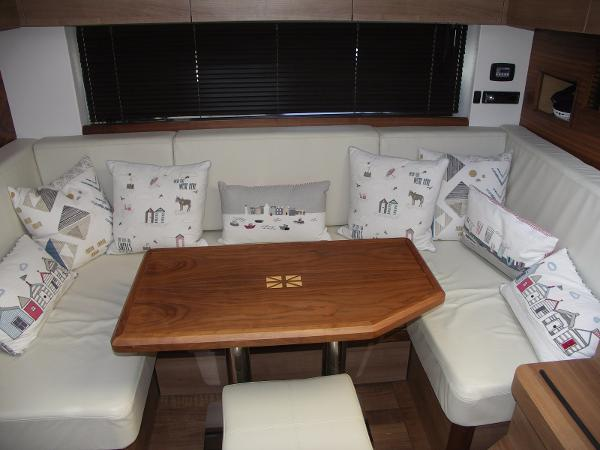 Sealine SC42/S450 - Saloon Seating
