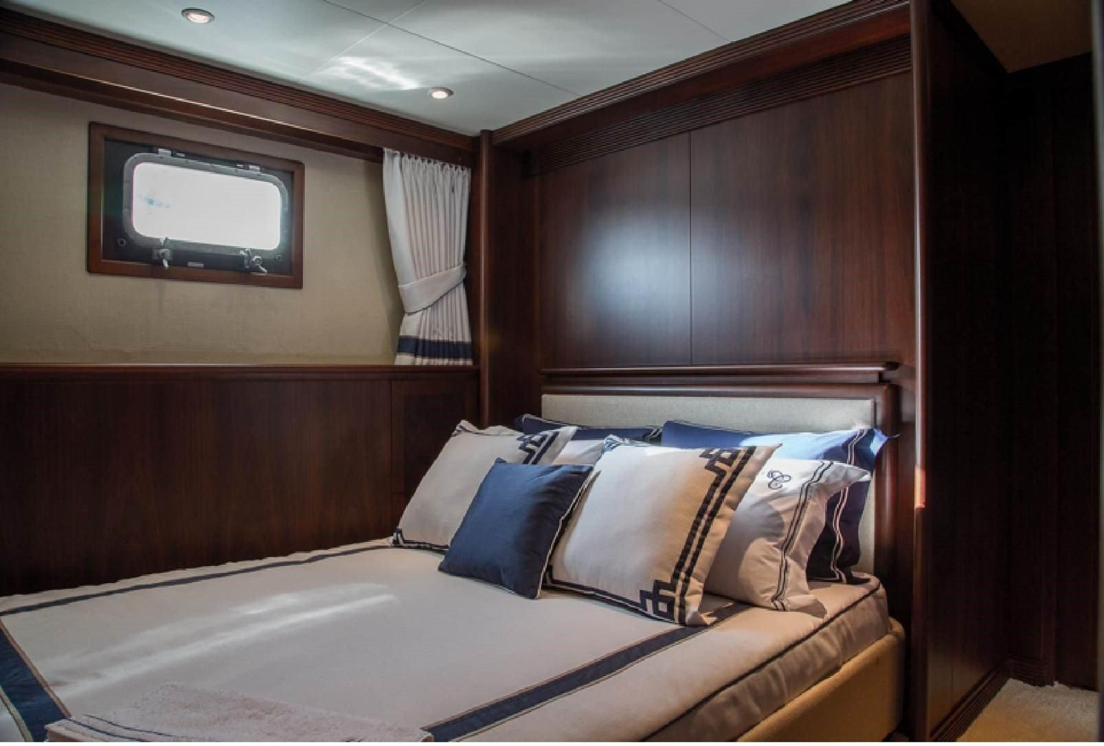 Forward Starboard Queen Stateroom