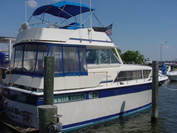41' Chris-Craft 410 Commander Flush Deck Motor Yacht With Twin Staterooms