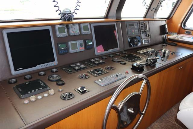 Wheel and navigation equipment