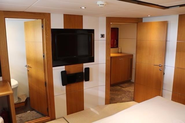 Starboardside guest cabin