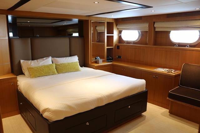 Starboardside aft guest cabin