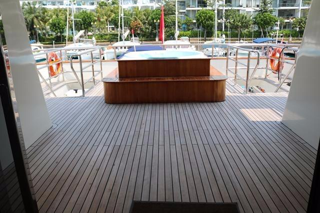 Upper deck aft deck view from salon