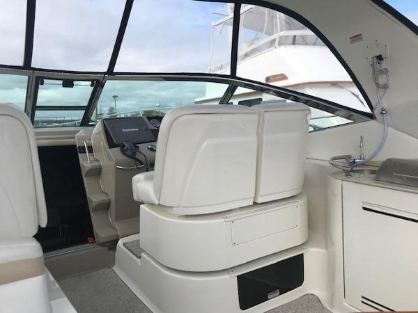 2009 Sea Ray boat for sale, model of the boat is 350 Sundancer & Image # 9 of 19