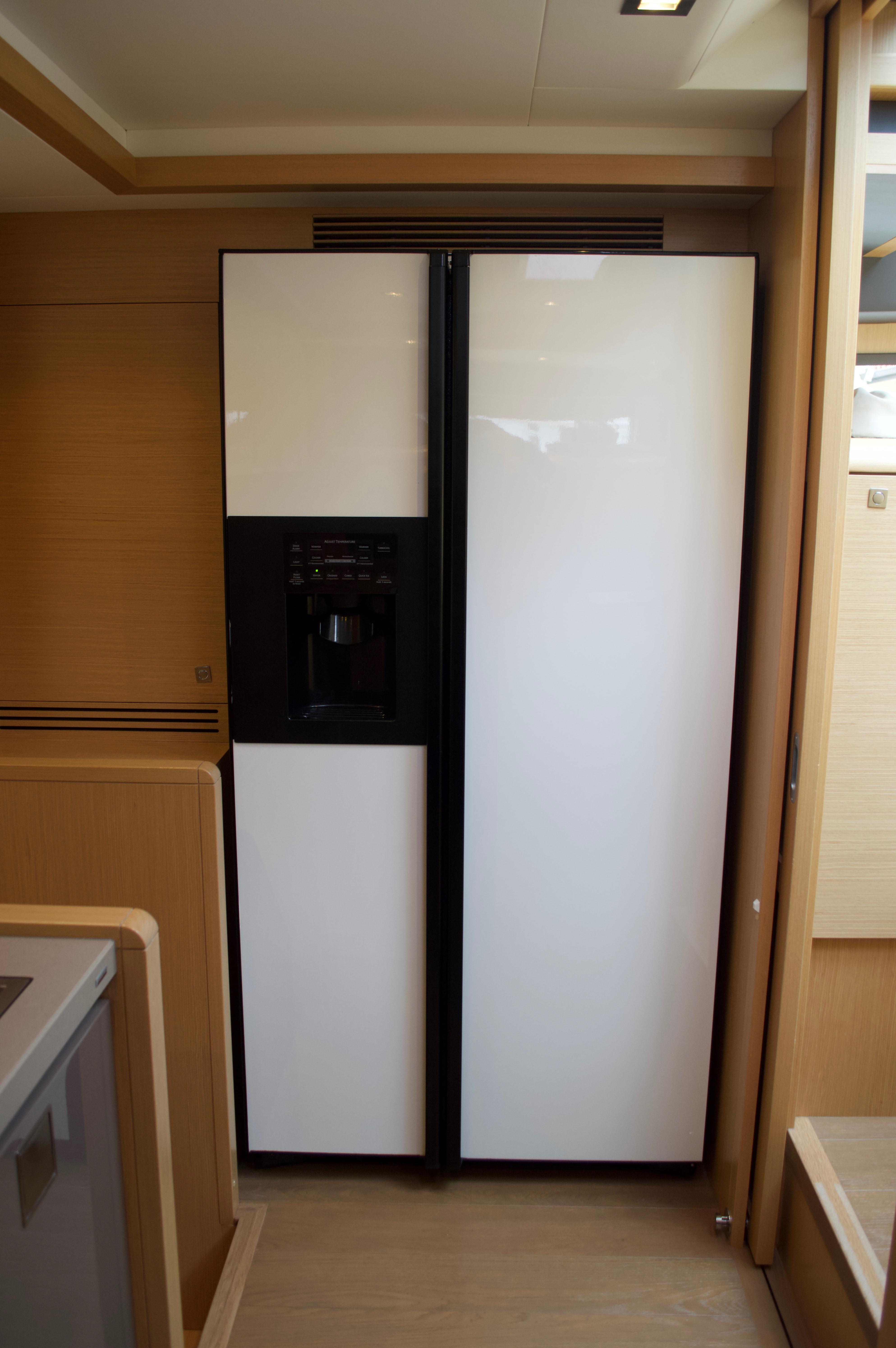 Full size GE fridge/freezer