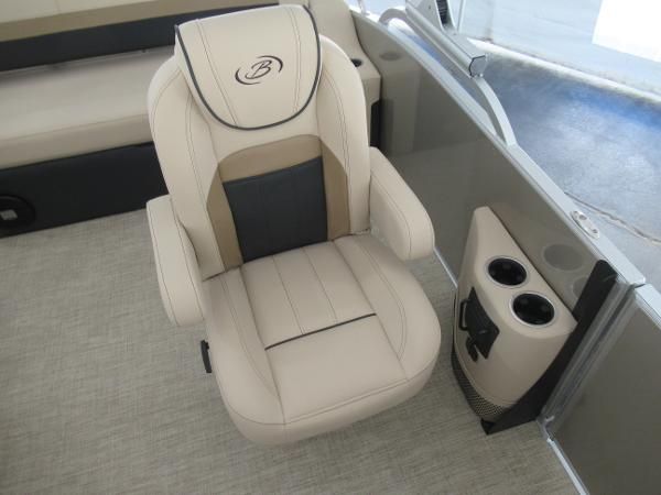 2021 Barletta boat for sale, model of the boat is C22UC & Image # 6 of 25
