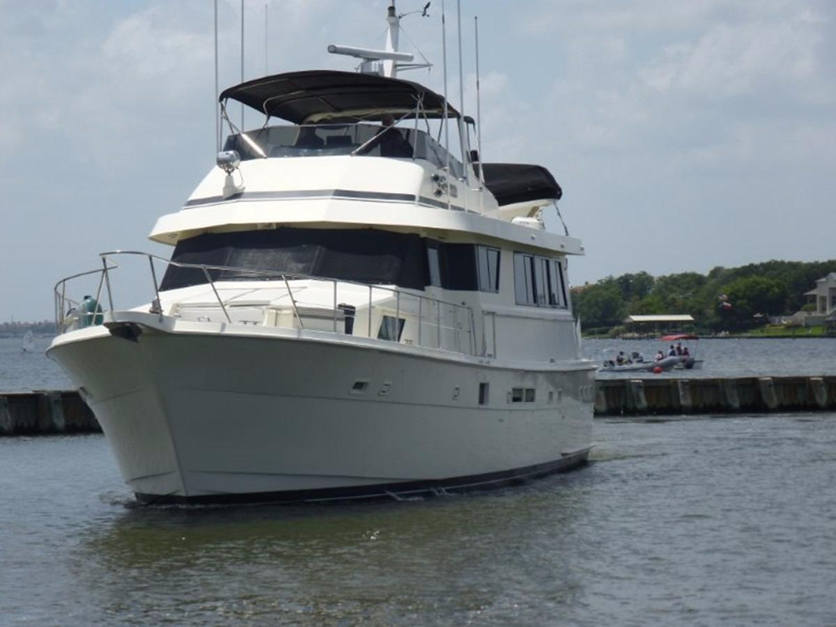 Hatteras 70 Motor Yacht - Bow To Port