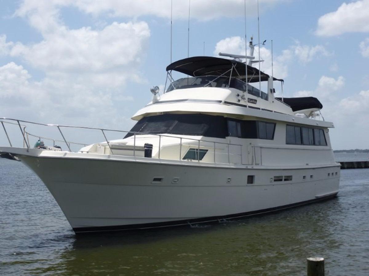 Hatteras 70 Motor Yacht - Port Bow