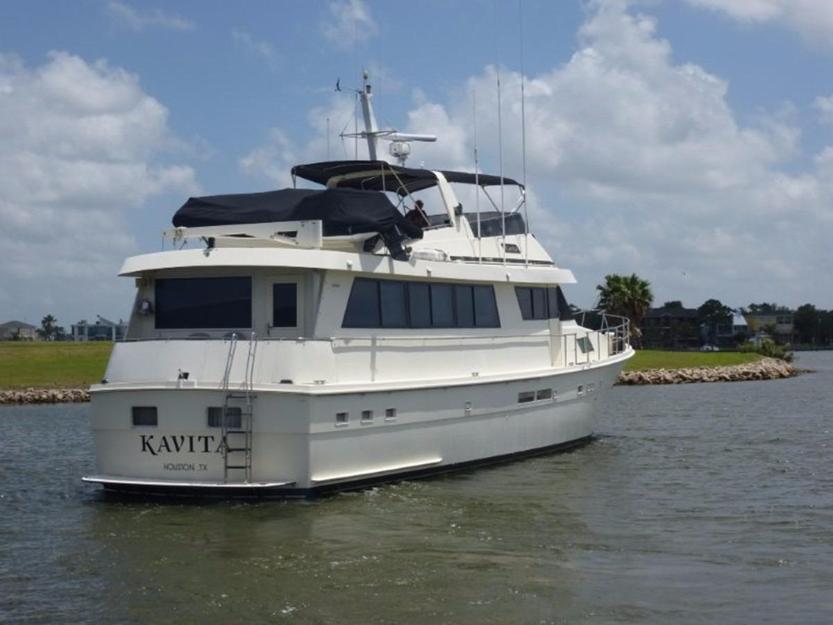 Hatteras 70 Motor Yacht - Starboard Stern