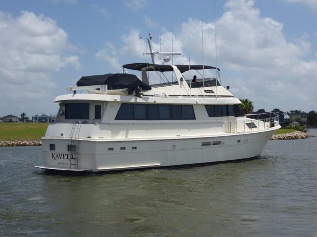 Hatteras 70 Motor Yacht - Starboard View