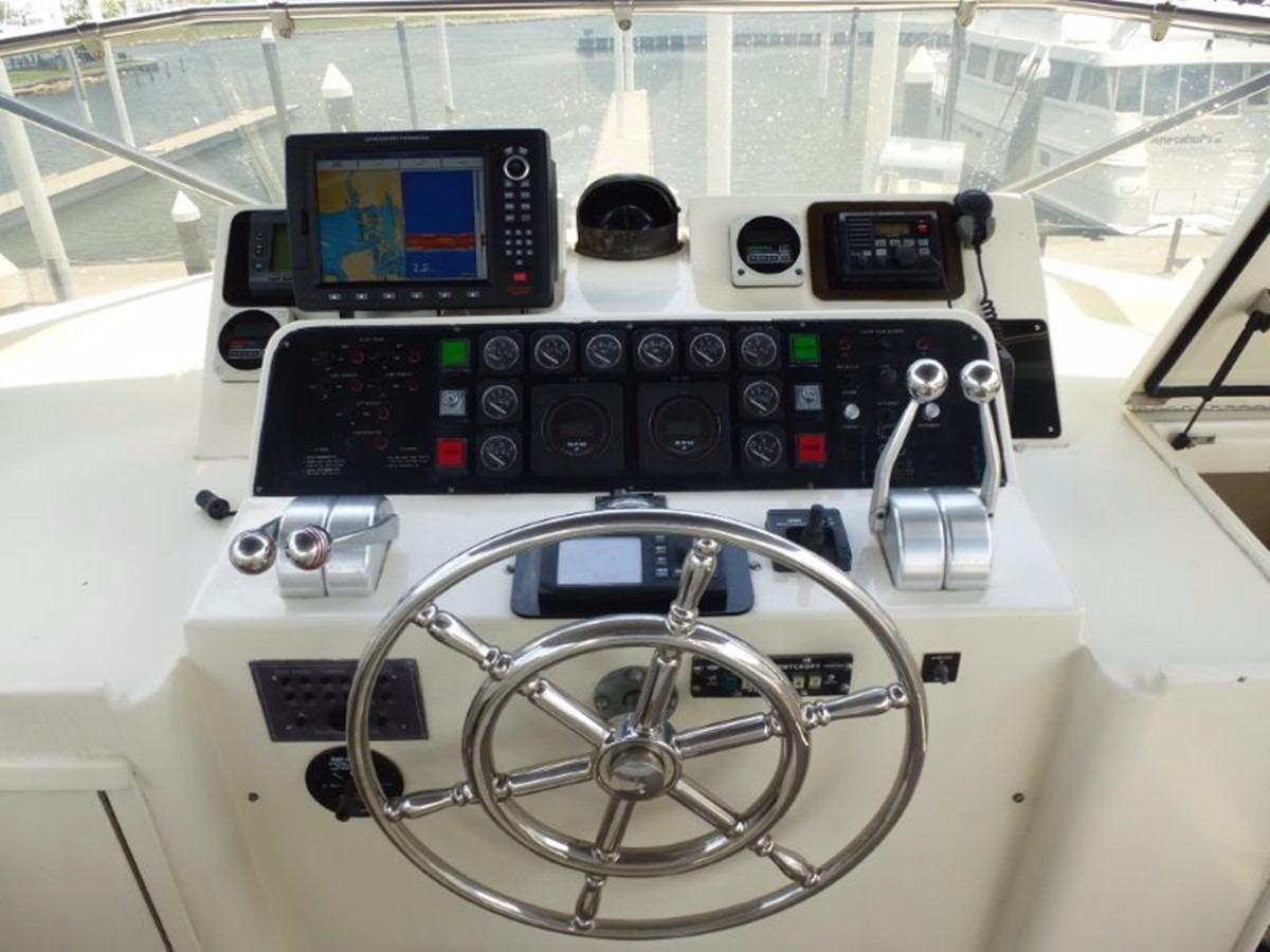 Hatteras 70 Motor Yacht - Upper Helm