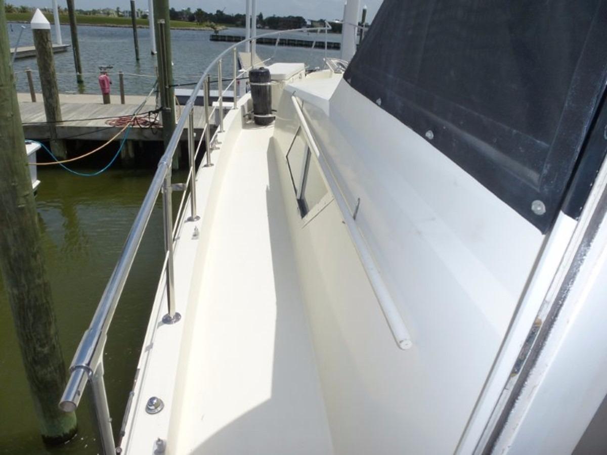 Hatteras 70 Motor Yacht - Portside Walk