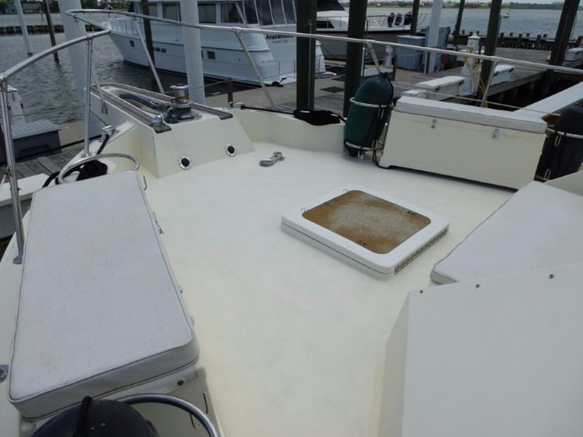 Hatteras 70 Motor Yacht - Foredeck