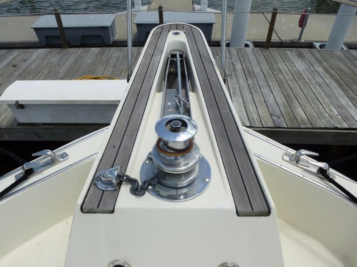 Hatteras 70 Motor Yacht - Pulpit