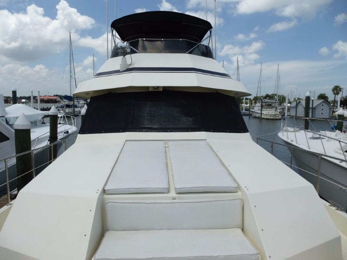 Hatteras 70 Motor Yacht - Foredeck Seating
