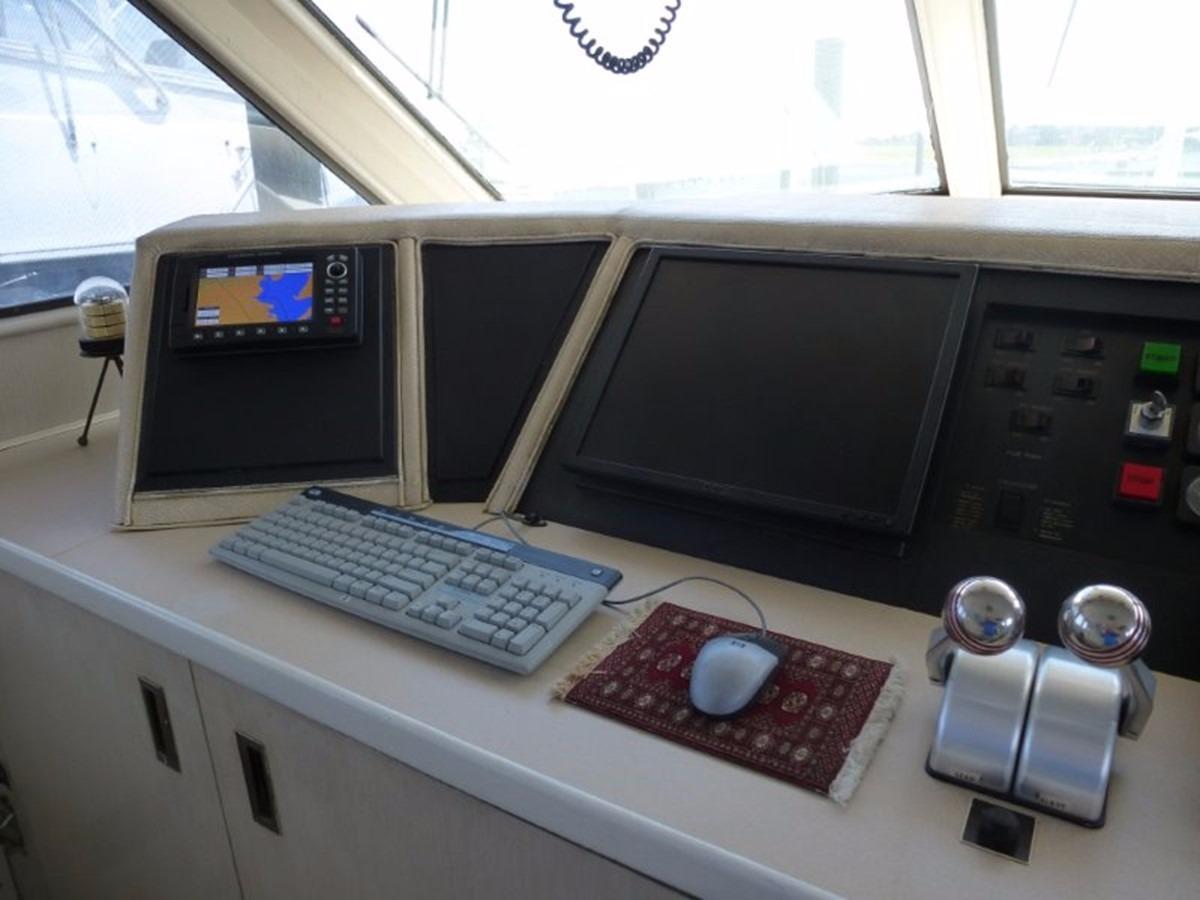 Hatteras 70 Motor Yacht - Pilothouse 2